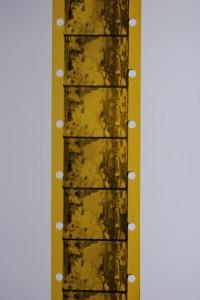 Fragmento de la película con la perforación Lumière.