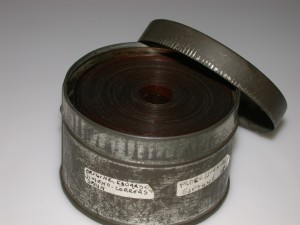 La película en la lata en la que llegó al archivo del IVAC. En la etiqueta se aprecia el nombre de Jimeno.