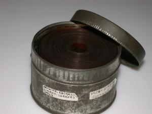 La pel·lícula en la llanda en la que va arribar a l'arxiu. En l'etiqueta es pot apreciar el nom de Jimeno